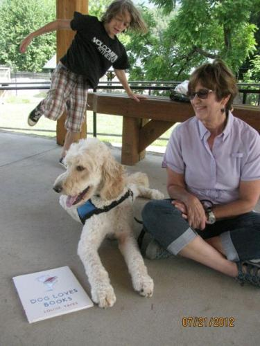 George the reading dog, special guest at Farmers' Market storytime